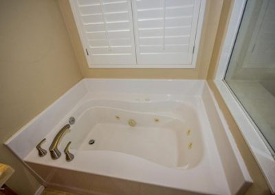 Claudia-Dill---MS-spa-tub